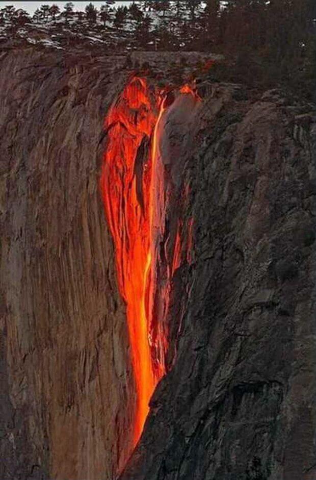 Вогняний водоспад