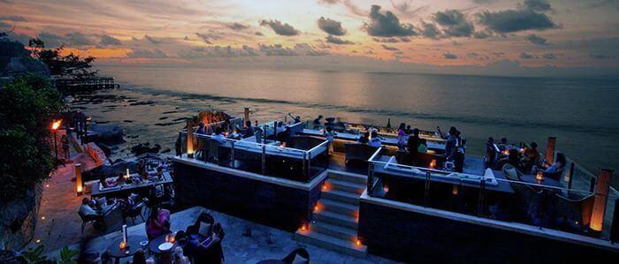 Рок бар - это потрясающий бар на скалах