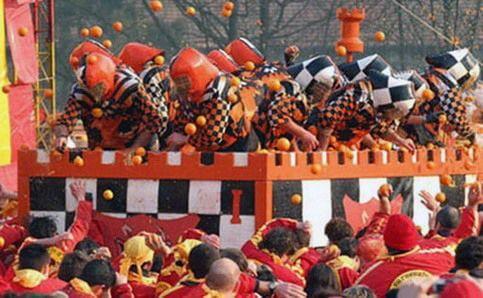 Фестиваль кидання апельсинів