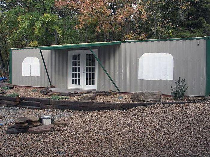 Будівництво заміського будинку з 2 контейнерів