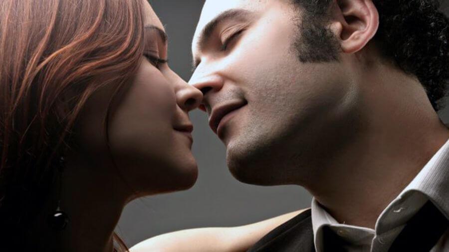 При французском поцелуе происходит обмен более чем 40 тысячами паразитов и 250 видами бактерий