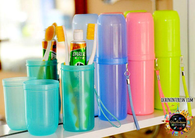 """Важливо! Кожному членові сім ї необхідно вибрати свій стаканчик або футляр  для зберігання зубної щітки. Це не дозволить бактерій """"подорожувати"""" від  дітей до ... 7520b10735134"""