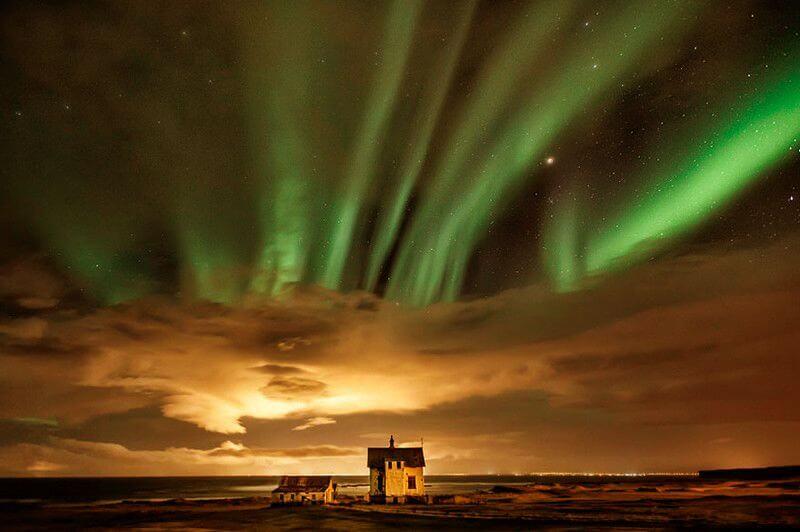 Північне сяйво, і будинок відлюдника Ісландія.