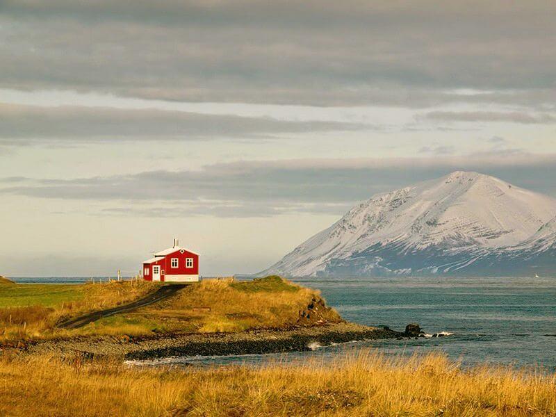 Маленький червоний будинок відлюдника. Ісландія.