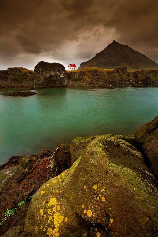 Дім відлюдника на півострові. Ісландія.