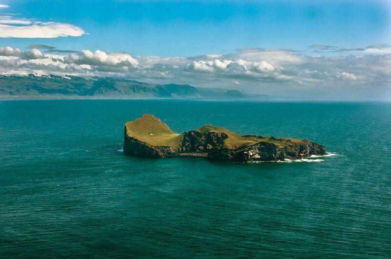 Самотній будинок відлюдника на острові. Ісландія.