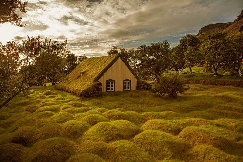 Маленький будиночок відлюдника в Ісландії.