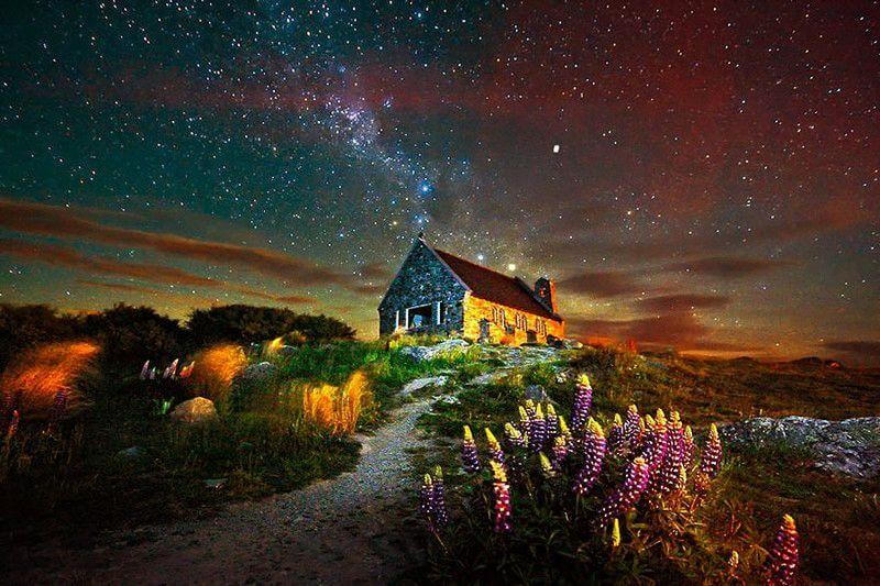 Дім відлюдника біля озера Текапо. Нова Зеландія.