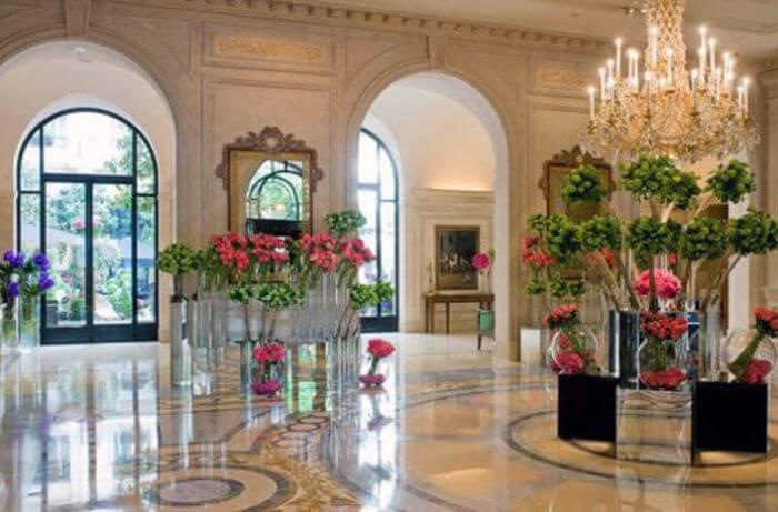Готель «Four Seasons George V» у Парижі