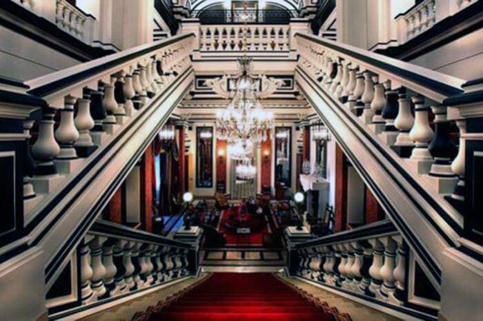 Готель «Saint James» в Парижі
