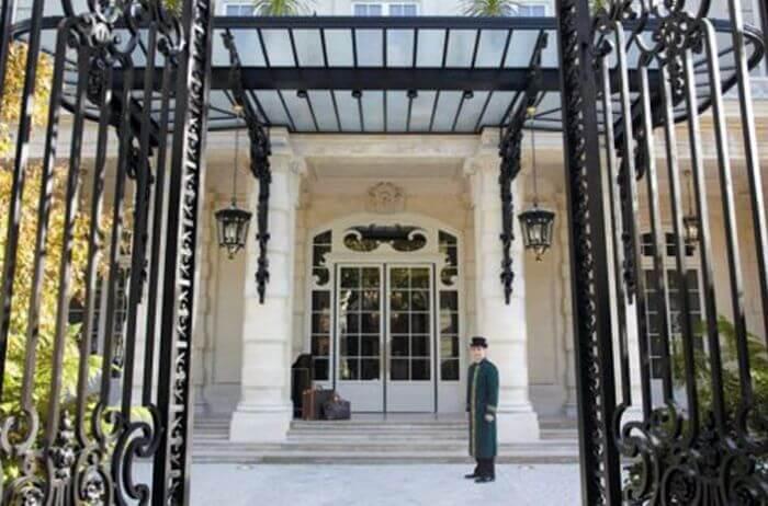 Готель «Shangri-La Hotel» в Парижі