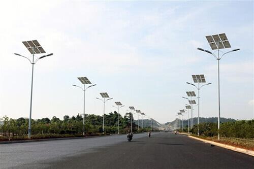 Уличные столбы с солнечной батареей